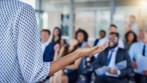 como convidar um palestrante para um evento